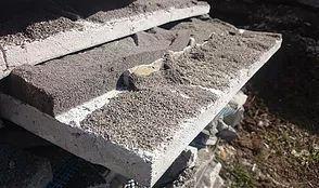 Отслоение блоков из пеностекла, приклеенных плиточным клеем на основе цементов